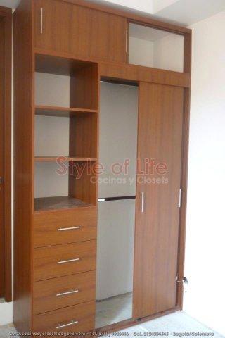 Closets bogota closets en madera closets modulares for Closet de madera para dormitorios pequenos